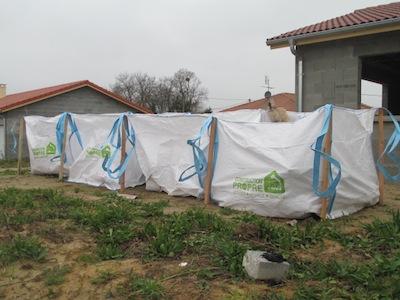 Chantier sur lequel se trouvent des sacs de tri Construction propre